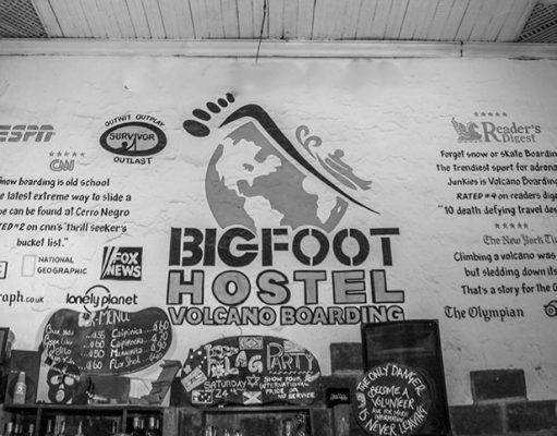 Bigfoot hostel and volcano boarding, León, Nicarágua