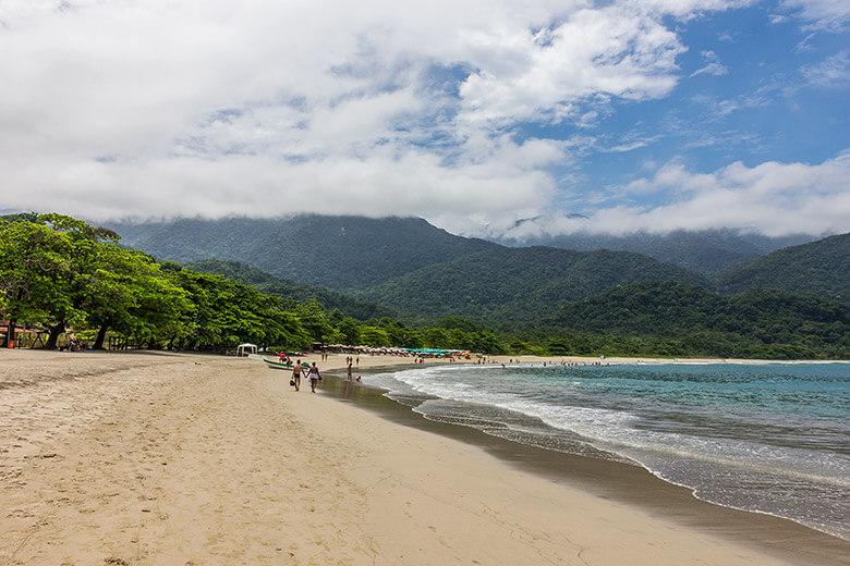 praia de castelhanos em ilhabela, no litoral norte de São Paulo