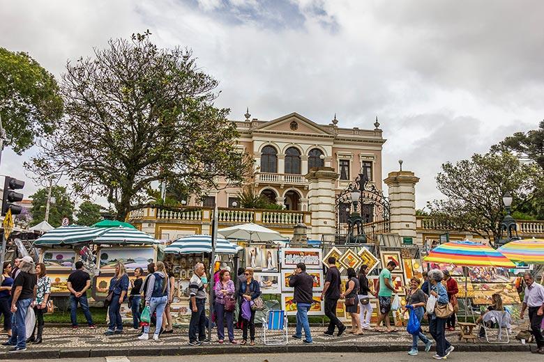 feirinha turística em Curitiba
