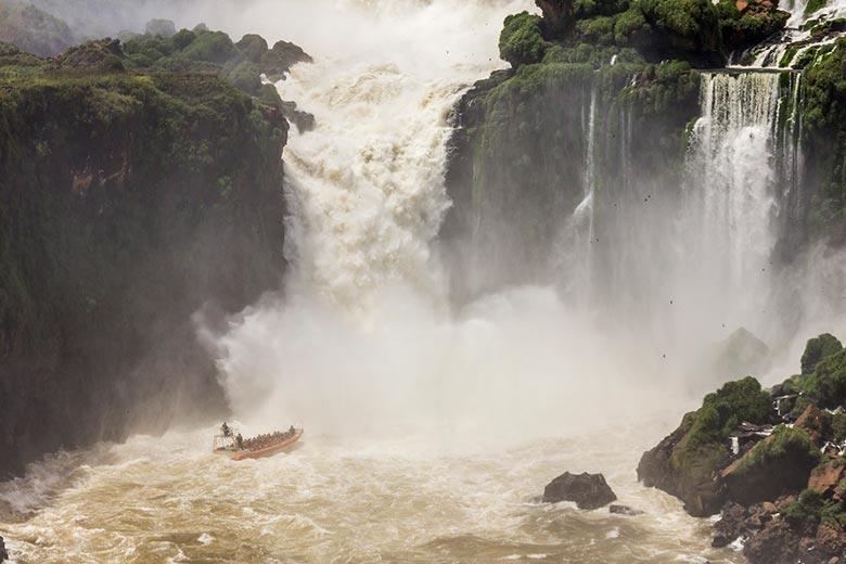 passeio de barco nas cataratas argentinas