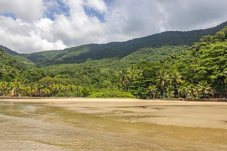 praias para conhecer num passeio de barco em Paraty