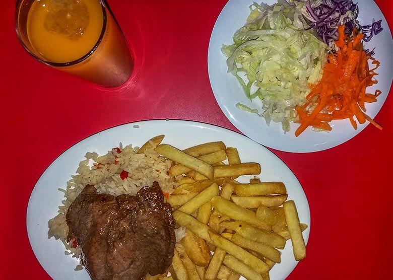 restaurantes baratos no bairro Bellavista, em Santiago