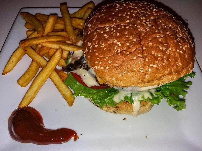 hambúrguer Café Barros