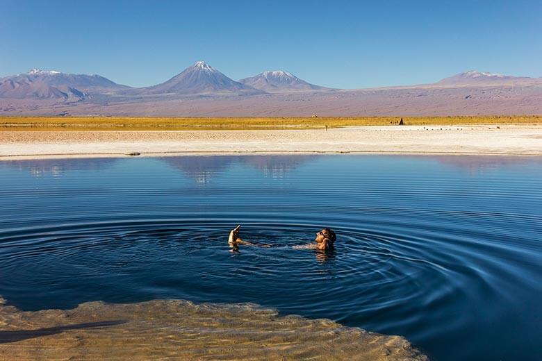 lagoa que boia no Atacama