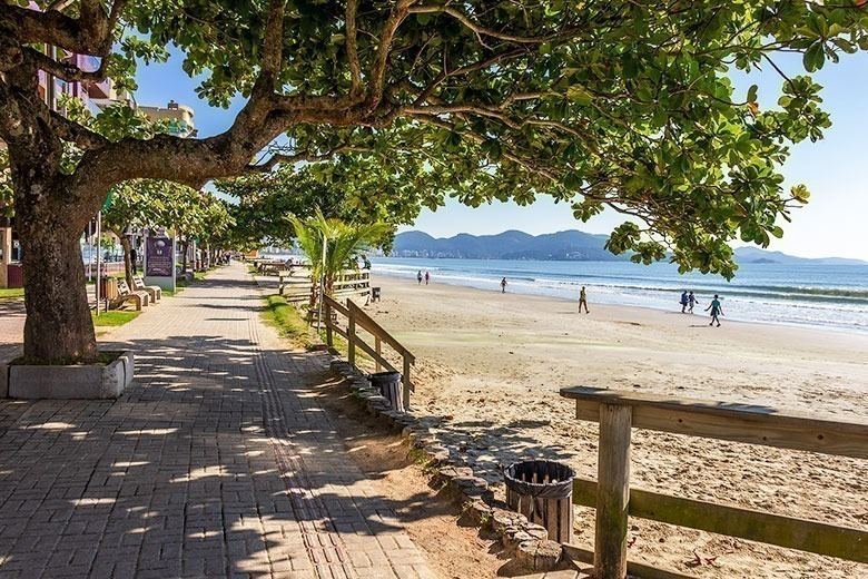 pousadas baratas em Meia Praia - Itapema