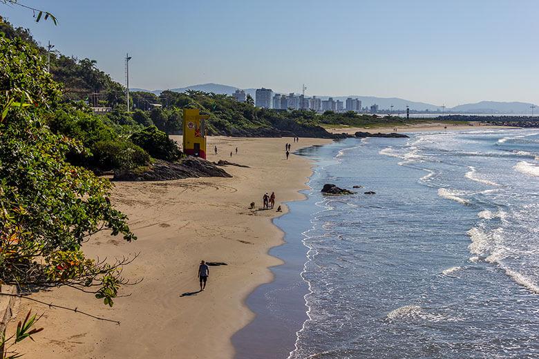 melhor praia de Itajaí
