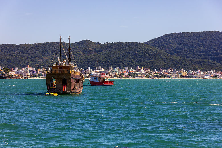 passeio de barco em Bombinhas