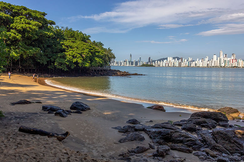 Qual é a praia mais bonita de Balneário Camboriú?
