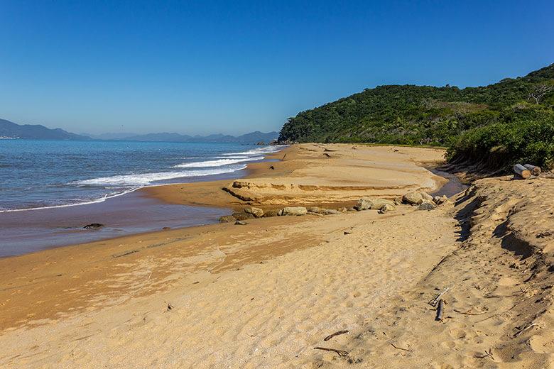 praias desertas de Bombinhas
